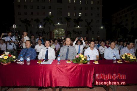 Hon 3.000 tan sinh vien Truong Dai hoc Vinh khai giang nam hoc moi - Anh 1