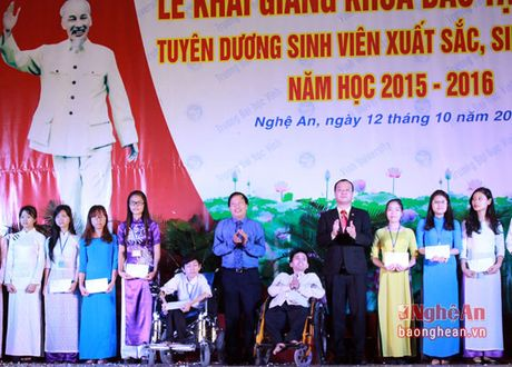 Hon 3.000 tan sinh vien Truong Dai hoc Vinh khai giang nam hoc moi - Anh 6