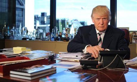Ben trong phao dai co doc cua Trump sau be boi ro ri video - Anh 1