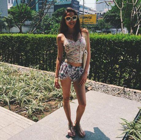 Dien ao croptop khoe ranh bung tru danh nhu doi thu cua Mai Ngo tai Asia's Next Top Model - Anh 7