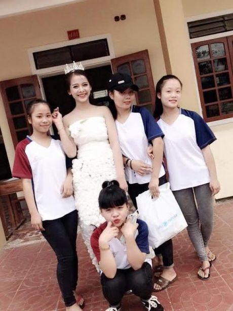 Huong ung 'Chung tay bao ve moi truong' voi vay hoa giay - Anh 2