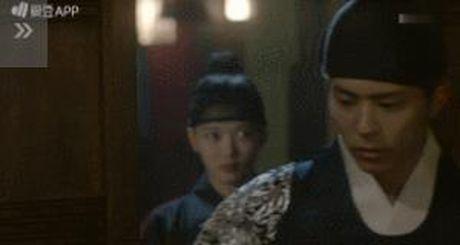 Moonlight: 'Cho-ha' Park Bo Gum bi can than bat ngo ke dao vao co - Anh 21