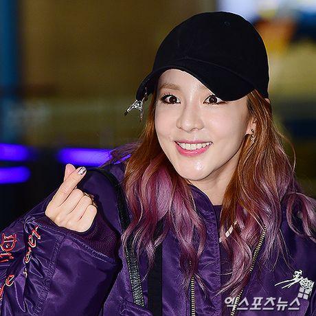 Man do sac doi lap giua Jessica va Dara: Ke sang chanh, nguoi khoe ve dep khong tuoi - Anh 10