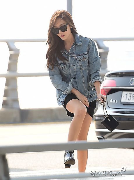 Man do sac doi lap giua Jessica va Dara: Ke sang chanh, nguoi khoe ve dep khong tuoi - Anh 1
