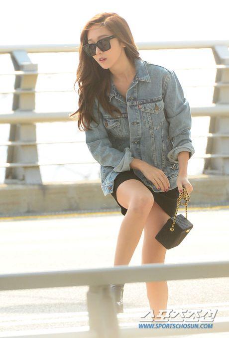 Man do sac doi lap giua Jessica va Dara: Ke sang chanh, nguoi khoe ve dep khong tuoi - Anh 2