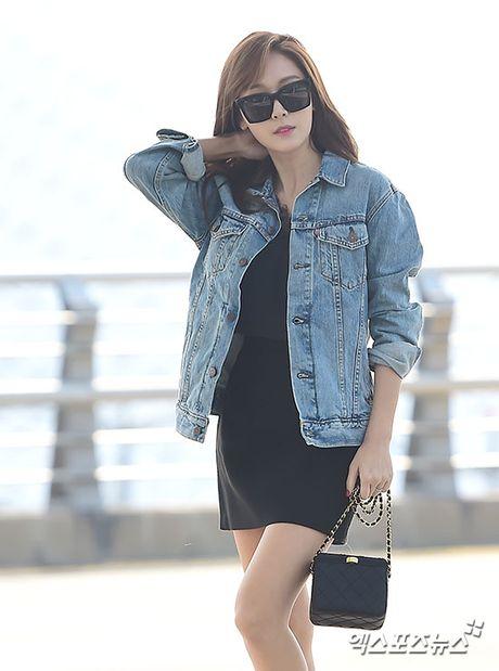 Man do sac doi lap giua Jessica va Dara: Ke sang chanh, nguoi khoe ve dep khong tuoi - Anh 4