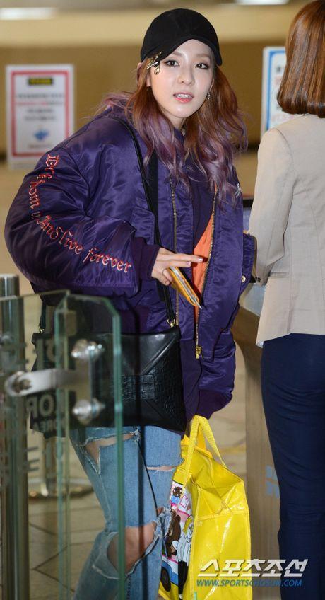 Man do sac doi lap giua Jessica va Dara: Ke sang chanh, nguoi khoe ve dep khong tuoi - Anh 9