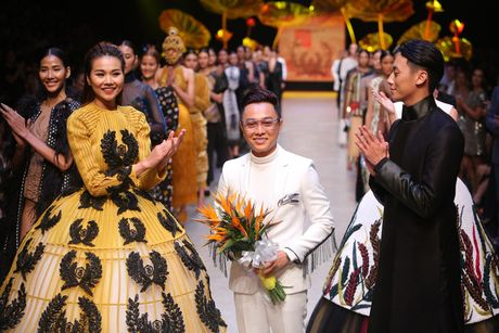 Chi cao 1m54, Fung La van duoc chon mo man cho show Cong Tri tai Vietnam International Fashion Week - Anh 2