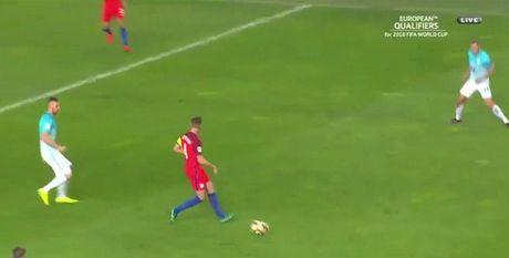 Sao tuyen Anh hoc Ronaldinho chuyen bong kieu 'mat lac', ket qua suyt bao hai doi nha - Anh 1