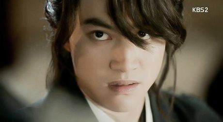 'May hoa anh trang': My nu gia trai Kim Yoo Jung bi xu tu hinh truoc mat Thai tu - Anh 12