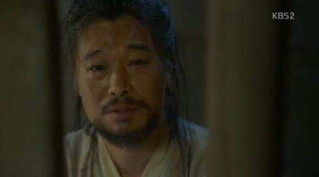 'May hoa anh trang': My nu gia trai Kim Yoo Jung bi xu tu hinh truoc mat Thai tu - Anh 3
