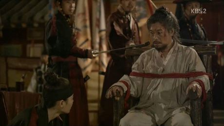 'May hoa anh trang': My nu gia trai Kim Yoo Jung bi xu tu hinh truoc mat Thai tu - Anh 9