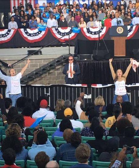 Fan cua ong Trump thue nguoi pha dam cuoc van dong tranh cu cho ba Clinton cua TT Obama - Anh 1