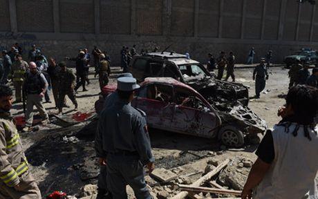 Afghanistan: Danh bom lieu chet khien hang chuc nguoi thuong vong - Anh 1