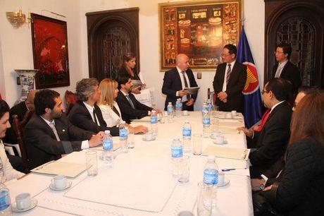 ASEAN tang cuong trao doi hop tac dau tu, du lich voi Argentina - Anh 1