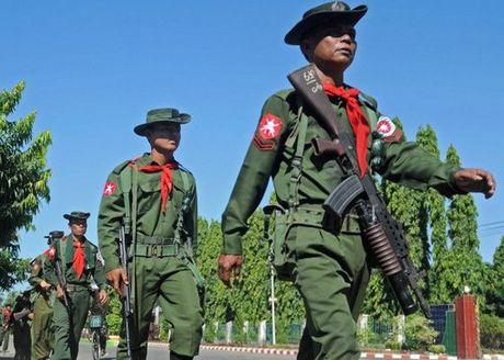 Luc luong an ninh Myanmar tieu diet them nhieu tay sung - Anh 1