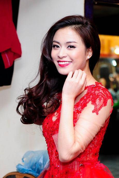 Hoang Thuy Linh 'lot xac' sexy sau 10 nam dong 'Nhat ki Vang Anh' - Anh 9