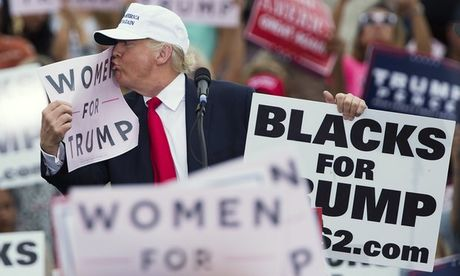 Trump bi to lao vao phong xem thi sinh hoa hau khoa than - Anh 2