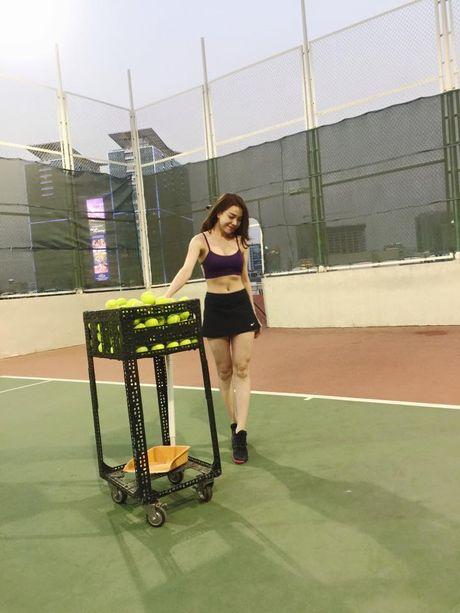 Tra Ngoc Hang khoe dang tap yoga sexy den nghet tho - Anh 11