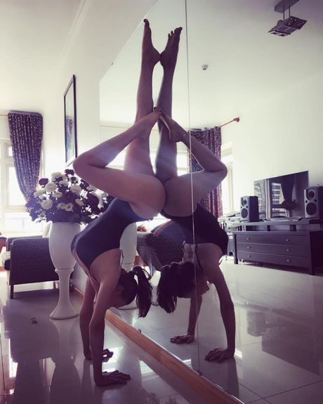 Tra Ngoc Hang khoe dang tap yoga sexy den nghet tho - Anh 6