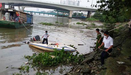 Thanh nien chet bi an tren kenh o ngoai o Sai Gon - Anh 1