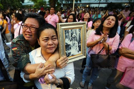 Nguoi dan Thai Lan nuc no khi nghe tin nha vua bang ha! - Anh 3