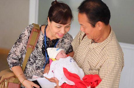 Nguoi mau Hong Que sinh con gai - Anh 1
