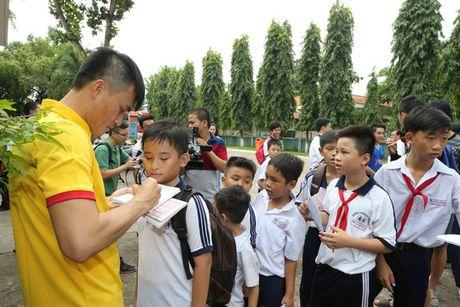 Tuyen Viet Nam giao luu voi lang tre em SOS Go Vap - Anh 4