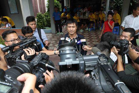 Tuyen Viet Nam giao luu voi lang tre em SOS Go Vap - Anh 6