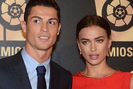 """Ronaldo tung vung trom voi """"ban sao"""" cua Irina - Anh 3"""