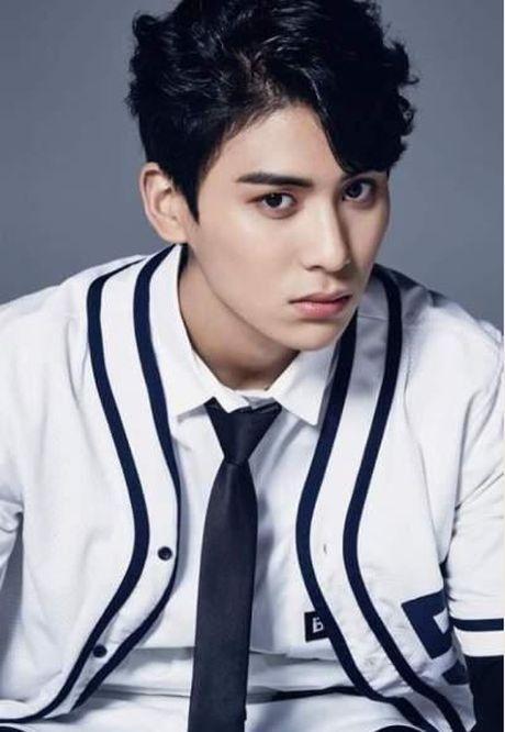 Idol Kpop dinh chan thuong, do benh hang loat - Anh 4