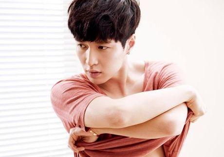 Idol Kpop dinh chan thuong, do benh hang loat - Anh 6