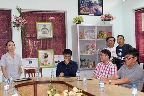 DT Viet Nam: Hang tram em nho cho xin chu ky Cong Vinh - Anh 3