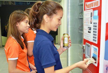 Can canh may ban hang tu dong tra tien thua dau tien o TP. HCM - Anh 2