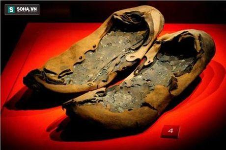Bi an chiec giay La Ma co dai giong het cua hang Adidas - Anh 5