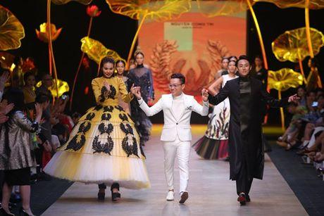 Nguoi mau 1m54 duoc moi catwalk tai 'Vietnam International Fashion Week' - Anh 2