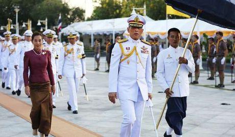 Nguoi dan Thai Lan cau nguyen cho nha vua dang benh nang - Anh 9
