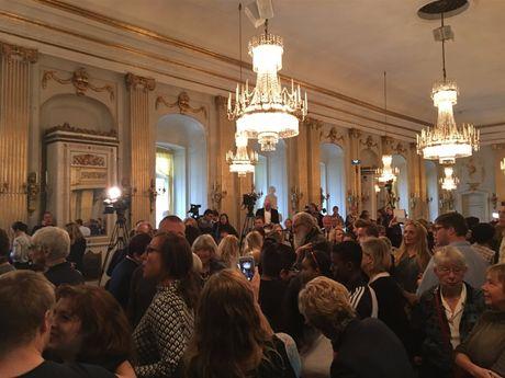 Bob Dylan duoc trao giai Nobel Van hoc 2016 - Anh 3