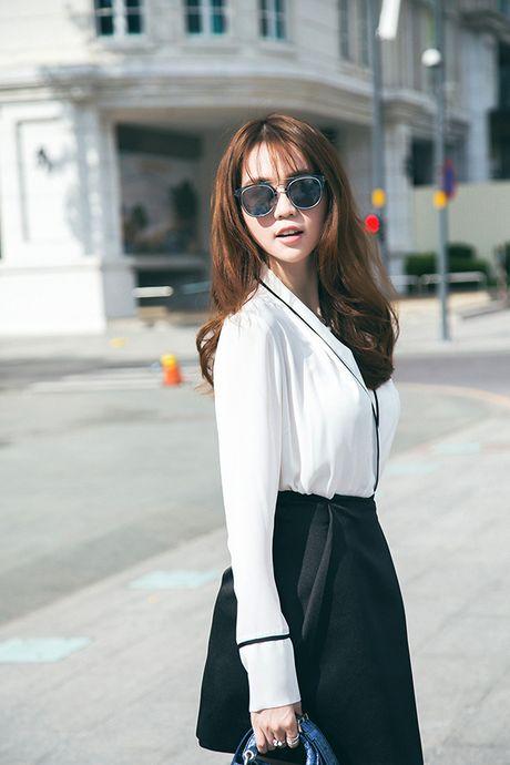 Ngoc Trinh cung 'ong bau' Khac Tiep tro thanh khach moi dac biet tai Hoa hau Han Quoc - Anh 7