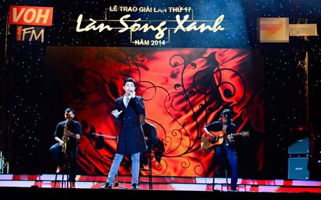 Noo Phuoc Thinh va 'Gat di nuoc mat' tung co loat san khau an tuong the nay - Anh 4