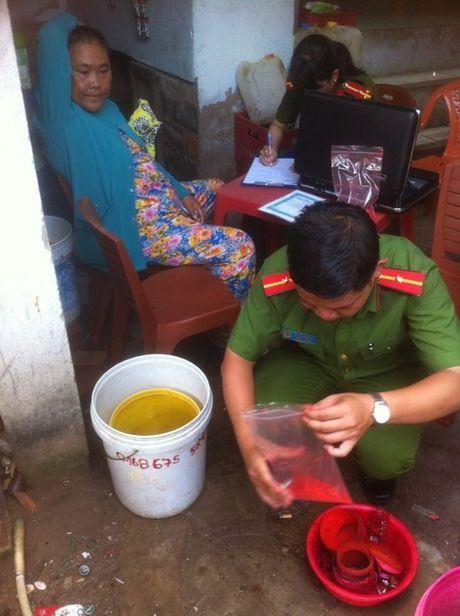 Binh Thuan: Phat hien co so san xuat tom kho ngam tam hoa chat doc hai - Anh 6