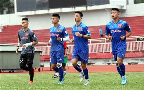 Hoc Pep Guardiola, HLV Huu Thang cam cau thu beo thi dau - Anh 1