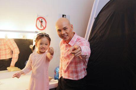 Ba xa Phan Dinh Tung pha le len san khau cung chong - Anh 2