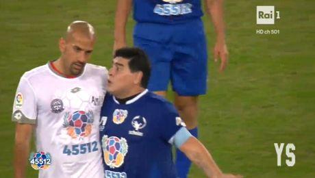 Da giao huu vi hoa binh, Maradona van dinh 'tan' dan em - Anh 3