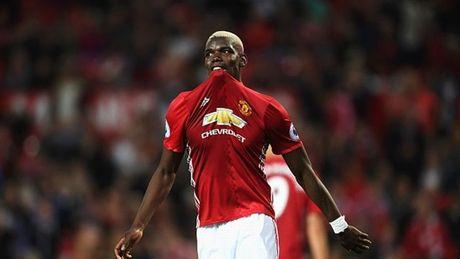 'Bom tan' Paul Pogba bong gio trach ong thay Mourinho - Anh 1
