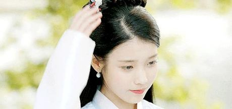 7 tinh tiet kinh dien trong Moon Lovers duoc 'xao lai' tu Bo Bo Kinh Tam - Anh 20
