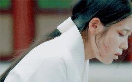7 tinh tiet kinh dien trong Moon Lovers duoc 'xao lai' tu Bo Bo Kinh Tam - Anh 9