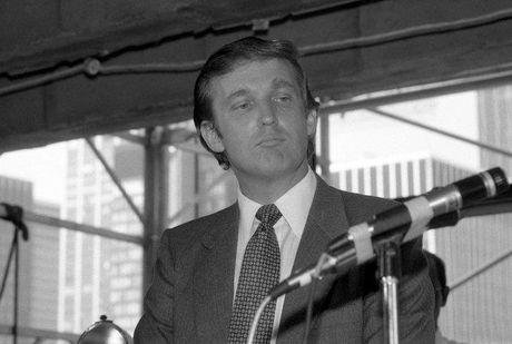 Ba phu nu len tieng to cao tung bi Trump sam so - Anh 3