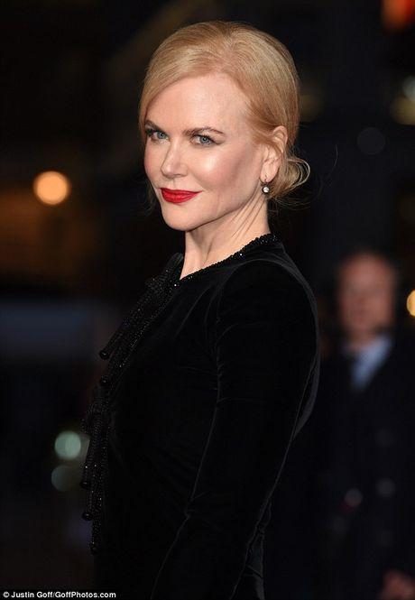 Nicole Kidman boi roi vi dien vay xe sau - Anh 6