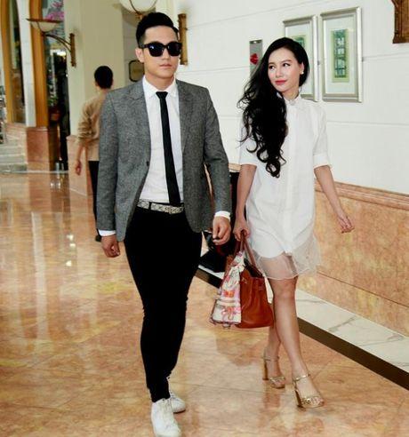 MC Minh Ha van song binh than, an nhien sau scandal la ke thu ba - Anh 2